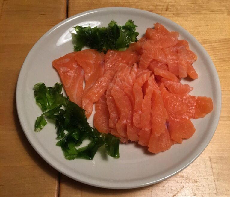 Sashimi med havsalat